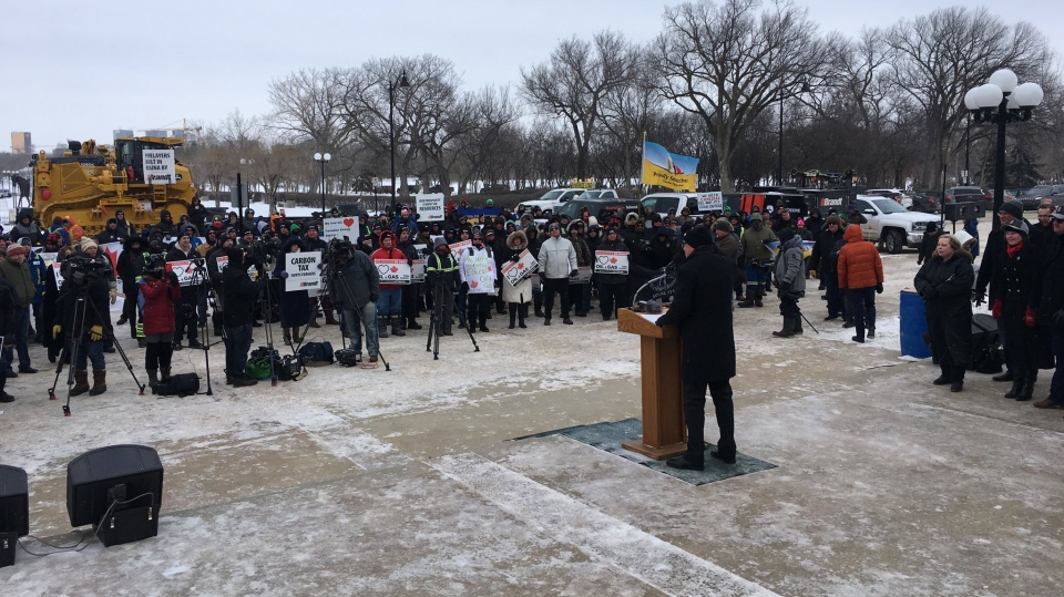 Pro-pipeline supports at the Saskatchewan Legislative Building. (Wayne Mantyka/CTV Regina)