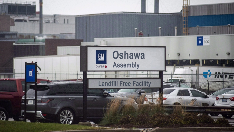 The General Motors car assembly plant in Oshawa, Ont. is seen on November 26, 2018. (THE CANADIAN PRESS/Eduardo Lima)