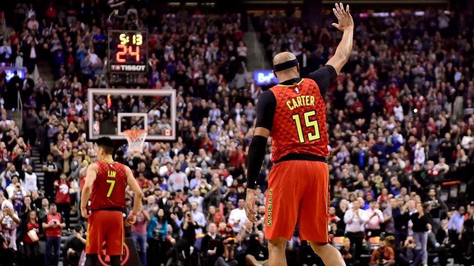 72eec369d Atlanta Hawks forward Vince Carter (15) acknowledges fans  cheers during  first half NBA basketball action against the Toronto Raptors