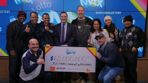 OLG's Senior Vice President of Enterprise Strategy and Analytics, Dave Pridmore, (centre) celebrates a $60 million win with a group of nine from southern Ontario. (Source: OLG)