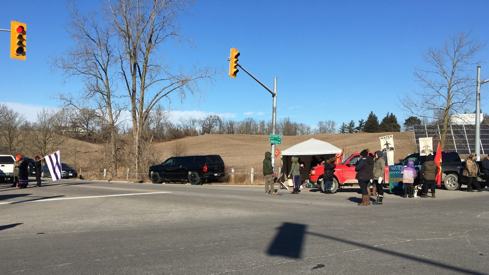 Protesters shut-down Cockshutt Road and Highway 18 near Brantford (Natalie Van Rooy/CTV Kitchener)