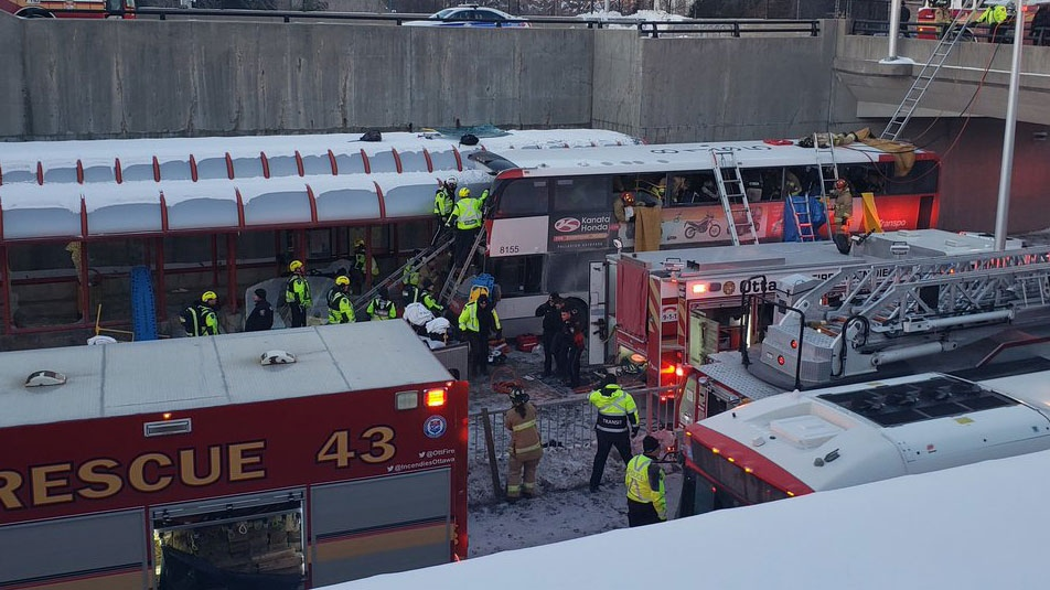 Emergency officials respond to the scene of a bus crash in Ottawa. (Patrick Carriere)