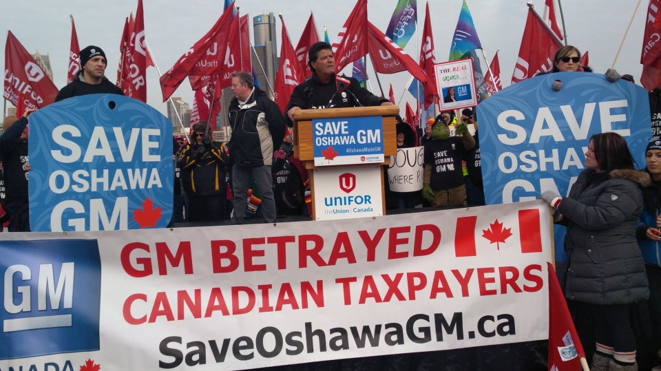 Unifor President Jerry Dias speaks at a rally for the GM Oshawa plant in Windsor, Ont. on Friday, Jan. 11, 2019. (Unifor Canada / Twitter)