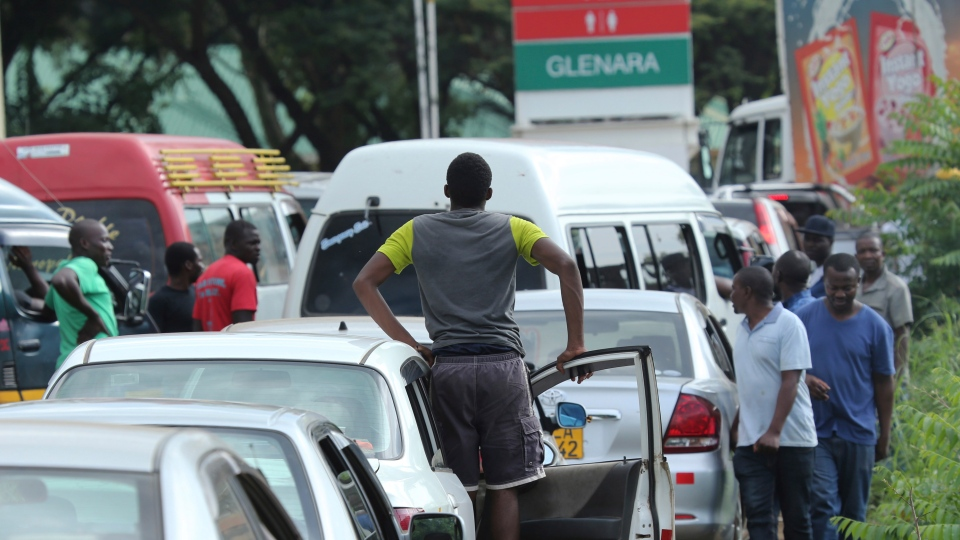 Motorists wait in a fuel queue in the capital Harare, Friday, Jan. 11, 2019. (AP Photo/Tsvangirayi Mukwazhi)