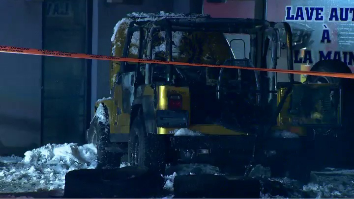 At least one car was set on fire by the arsonist (CTV Montreal/Cosmo Santamaria)