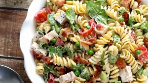 chicken blt pasta salad