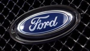 The Ford logo on a vehicle at a dealership in Hialeah, Fla. on Aug. 21, 2014. (THE CANADIAN PRESS / AP, Alan Diaz)