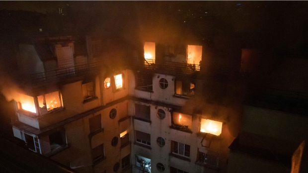 Seven reported dead and many injured in Paris apartment fire