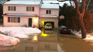 Several homes in Pointe-Claire were threatened by floods on the morning of Wed., Feb. 6, 2019. (Photo: CTV Montreal/JL Boulch)