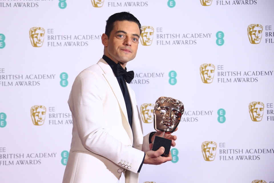 Actor Rami Malek poses backstage with his Best Actor award for his role in the film 'Bohemian Rhapsody' poses for photographers backstage at the BAFTA awards in London, Sunday, Feb. 10, 2019. (Photo by Joel C Ryan/Invision/AP)