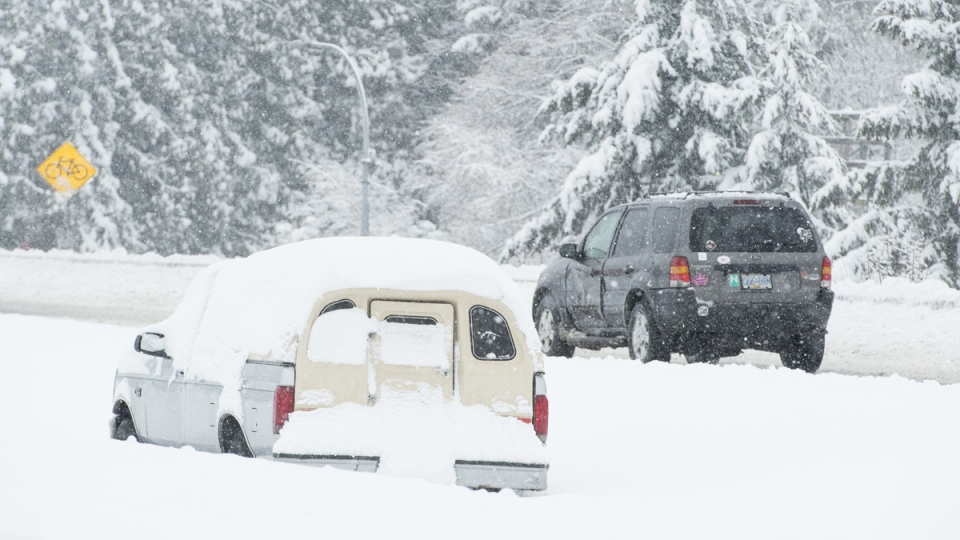 Vehicles make their way along the snow-covered highway in Victoria, B.C., Tuesday, Feb. 12, 2019. (Jonathan Hayward / THE CANADIAN PRESS)