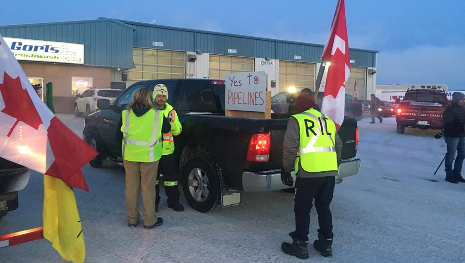 Yellow-vest, Trans-Mountain, pipeline support, alb
