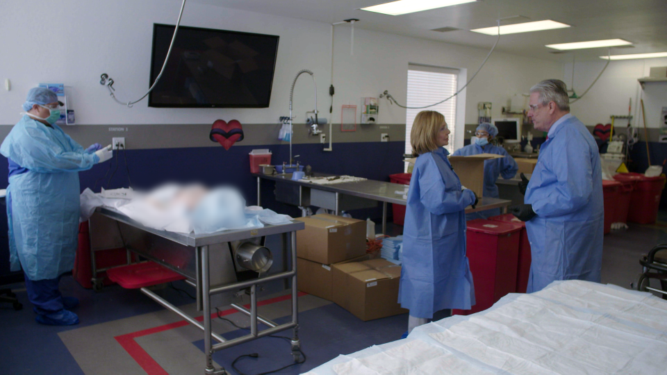 Sandie Rinaldo speaks to Garland Shreves, CEO of Research for Life Arizon, a non-transplant tissue bank inside his facility's dissection room. (W5)