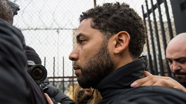 """""""Empire"""" actor Jussie Smollett leaves Cook County jail following his release, Thursday, Feb. 21, 2019, in Chicago. (Ashlee Rezin/Chicago Sun-Times via AP)"""