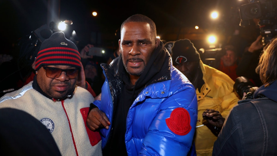 R. Kelly turns himself in at 1st District police headquarters in Chicago on Friday night, Feb. 22, 2019. (Chris Sweda / Chicago Tribune via AP)