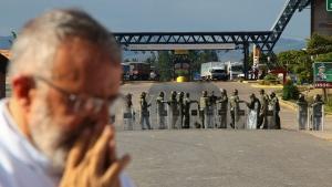 A Venezuelan priest gives Mass, next to a border checkpoint in Pacaraima, Roraima state, Brazil, Friday, Feb.22, 2019. (AP / Edmar Barros)