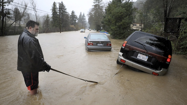 Receding waters spell relief for flooded Northern California towns