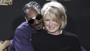 Snoop Dogg and Martha Stewart in L.A., on May 7, 2017. (Richard Shotwell / Invision / AP)