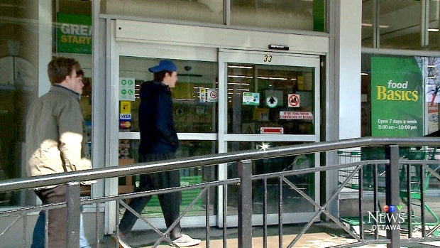 'That's Canada for you': Shoppers leave cash, IOUs at unlocked grocery store