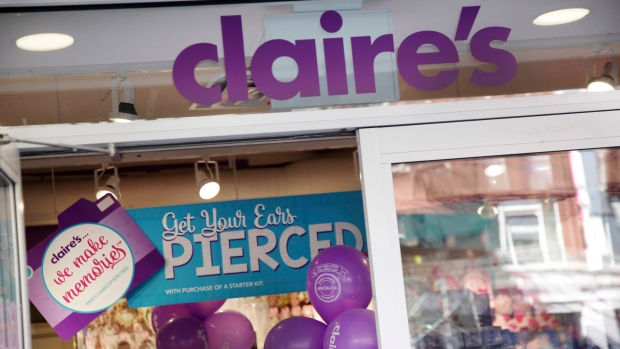 Asbestos Found in Claire's Cosmetic Products: FDA