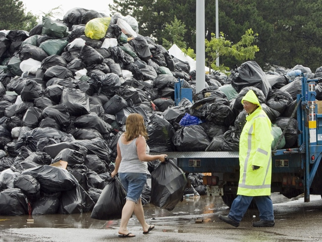 A Toronto city manager waits to accept residential garbage at the Birchmount Park temporary dump site in Toronto on Wednesday, July 29, 2009. (Frank Gunn / THE CANADIAN PRESS)