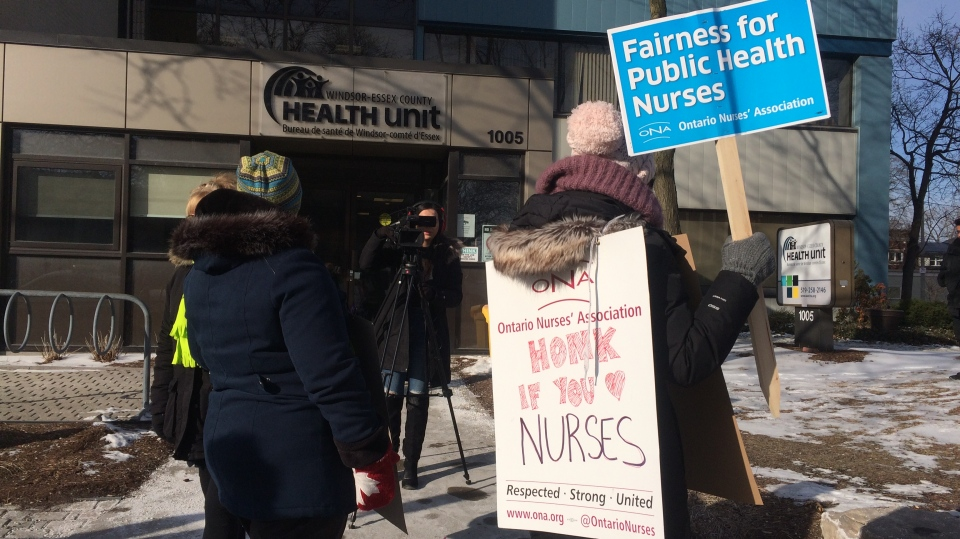 Nurses marching the picket lines out front of the Windsor-Essex County Health Unit on March 8, 2019. (Michelle Malucke / CTV Windsor)