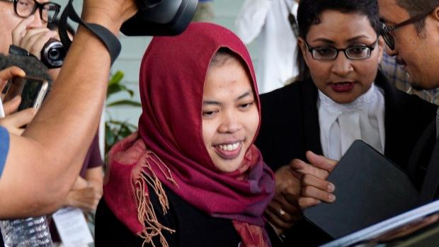 Linangan Air Mata Huong Iringi Pembebasan Siti dari Ancaman Hukuman Mati