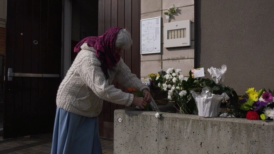 Kat Holmes lays flowers at Victoria's Masjid Al-Imam mosque in the wake of a deadly attack in New Zealand. March 15, 2019. (CTV Vancouver Island)