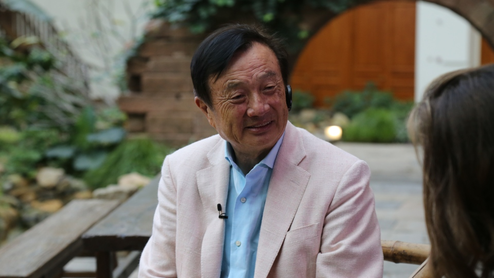 Huawei CEO Ren Zhengfei speaks to CTV News Chief Anchor Lisa LaFlamme in Shenzhen, China. (Rosa Hwang/CTV News)