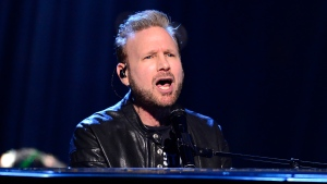 Canadian Music Hall of Fame inductee Corey Hart performs at the Juno Awards in London, Ont., Sunday, March 17, 2019. THE CANADIAN PRESS/Frank Gunn