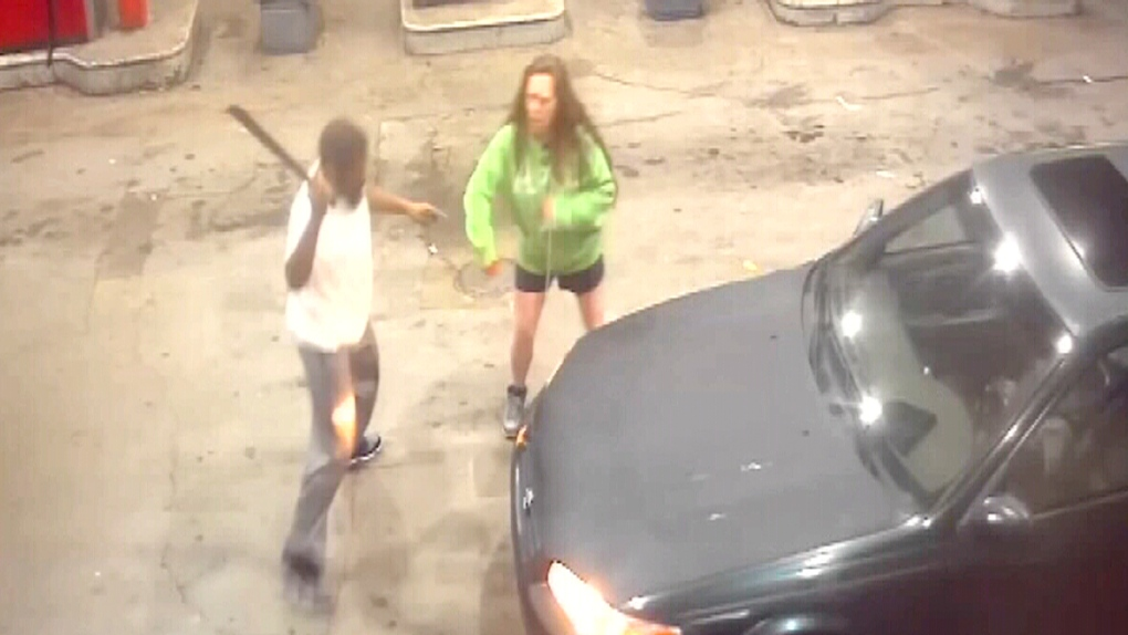 Caught on cam: Alabama robbery turns into intense knife and machete fight