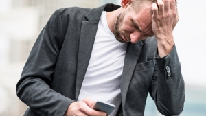 A new study has revealed some of the ways increasing mobile phone use is having a negative effect on health. (franckreporter / Istock.com)