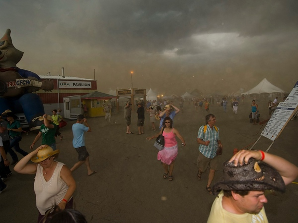 A thunderstorm rolls into the site of the Big Valley Jamboree in Camrose, Alta., on Saturday, Aug. 1, 2009. (John Ulan / THE CANADIAN PRESS)