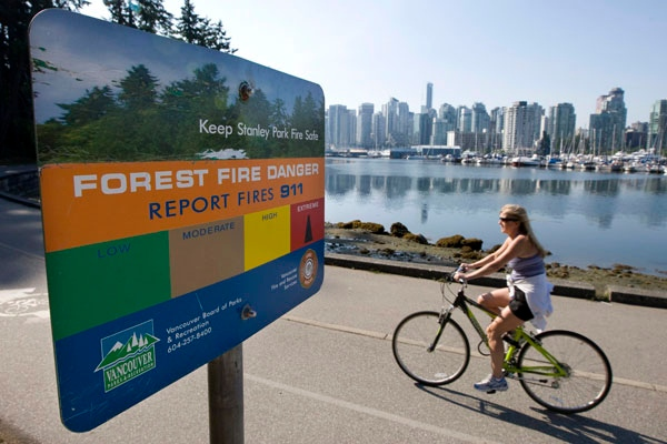 A forest fire danger sign is seen along the seawall of Stanley Park in downtown Vancouver, Monday, July 27, 2009. (Jonathan Hayward / THE CANADIAN PRESS)