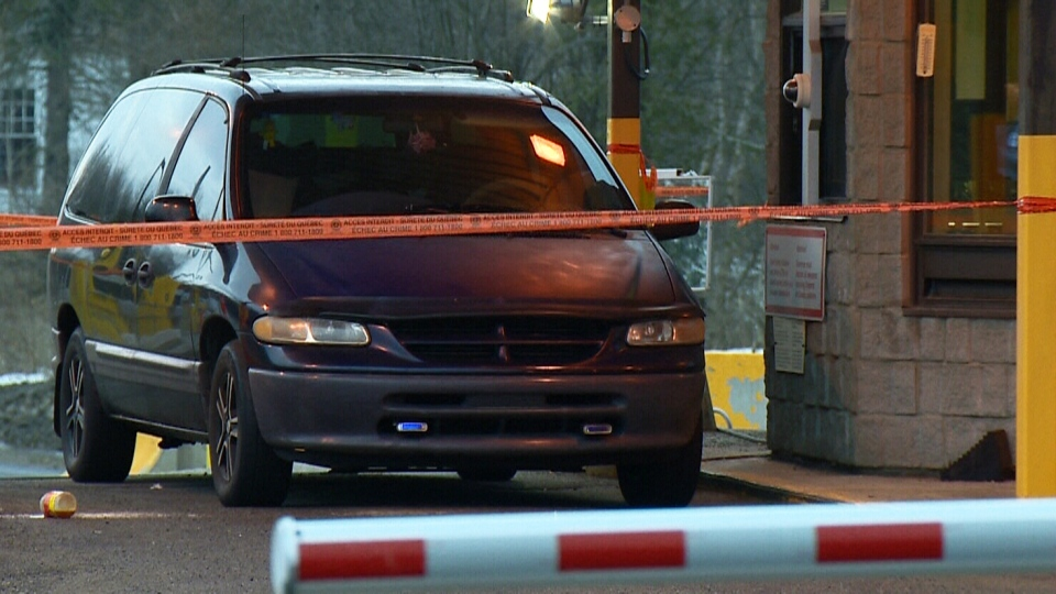 A van at the Hemmingford, Que., border crossing