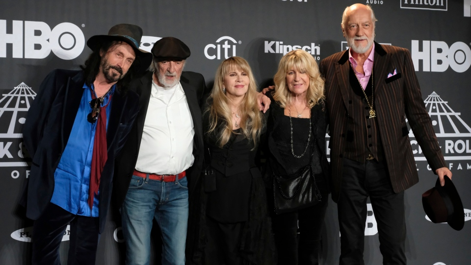 Inductee Stevie Nicks, center, poses with other members of Fleetwood Mac, from left, Mike Campbell, John McVie, Christine McVie and Mick Fleetwood at the Rock & Roll Hall of Fame induction ceremony in New York on March 29, 2019. (THE CANADIAN PRESS/AP, Invision - Charles Sykes)