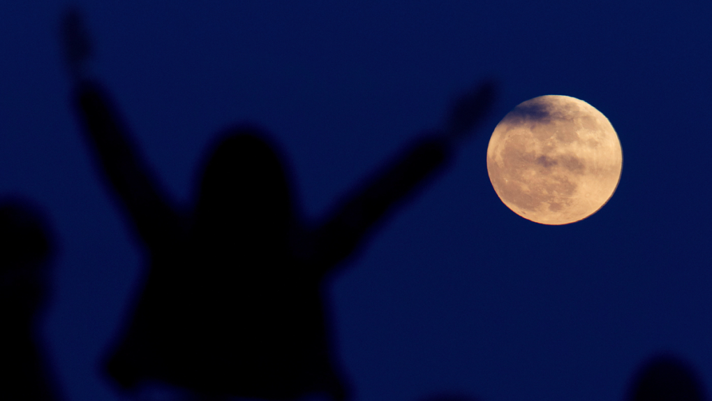 Pink moon, meteor shower over Vancouver this month