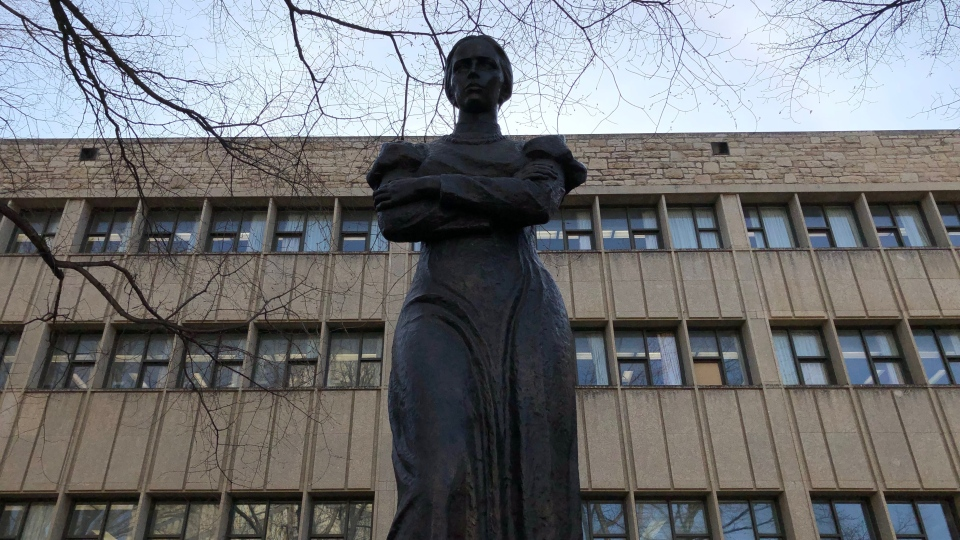 A statue of Ukrainian poet Lesya Ukrainka at the University of Saskatchewan campus. (Nicole Di Donato/CTV Saskatoon)
