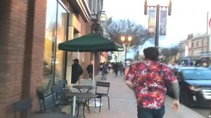 People online are praising witnesses, including one dubbed as 'Hawaiian shirt guy,' for quickly tackling an alleged arsonist to the ground before police arrived. (Ross Lockwood / Reddit)