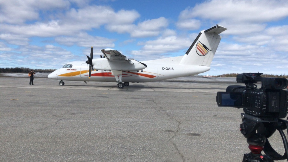The first plane of evacuees from Kashechewan First Nation arrives in Timmins. (Drew McMillin/CTV Northern Ontario)