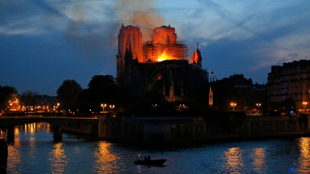 1100 experts call for time to rebuild Notre Dame well