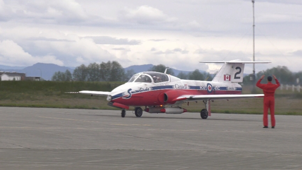 Snowbirds arrive at 19 Wing Comox
