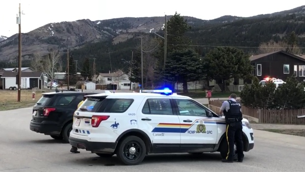 RCMP members in the community of Bellevue in Crowsnest Pass during Thursday's investigation into a weapons complaint (image courtesy:David Selles/CROWSNEST PASS HERALD)
