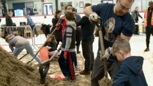 Hundreds fill sandbags in Gatineau