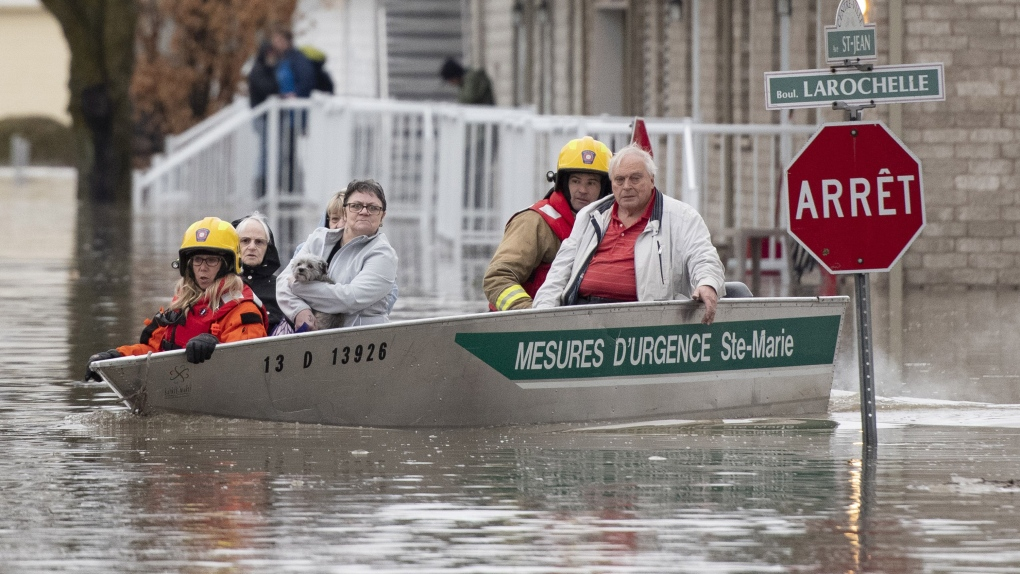 Soldiers arrive to help with flood relief in Quebec and N.B.