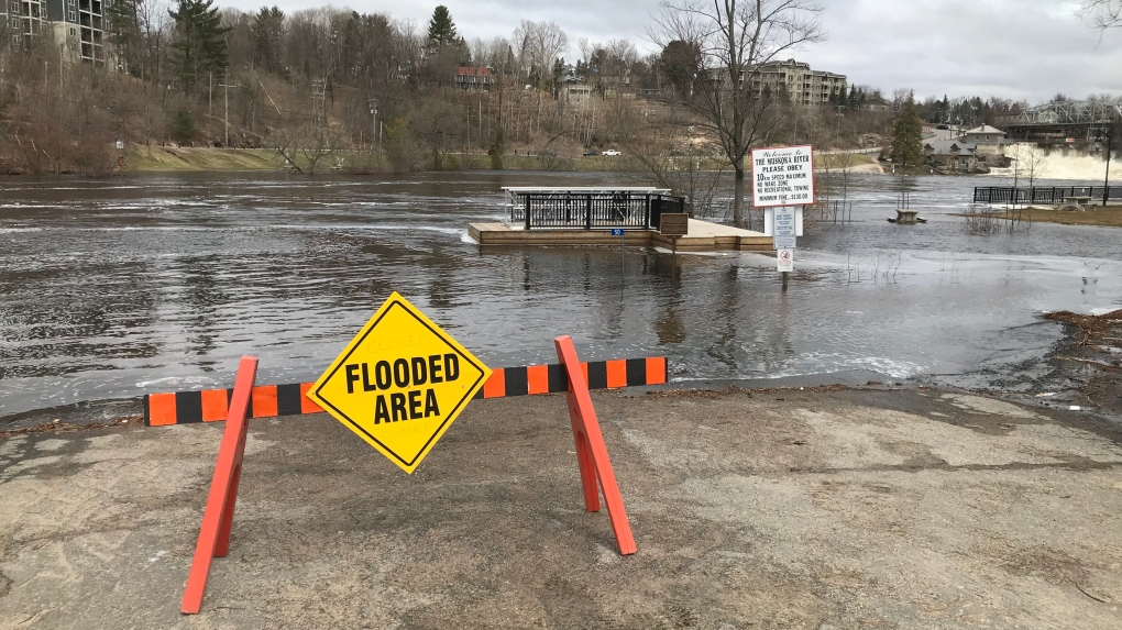 Muskoka residents deal with rising water