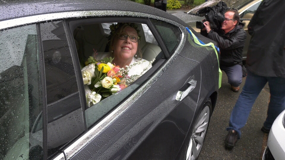 Elizabeth May leaves her wedding ceremony in a Tesla. (CTV Vancouver Island)