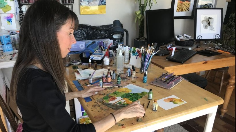'You get to embrace the unexpected': Regina woman creates art with alcohol paints