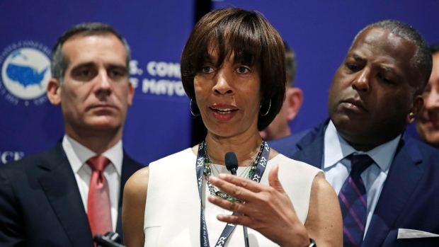 Catherine Pugh must let the mayor go
