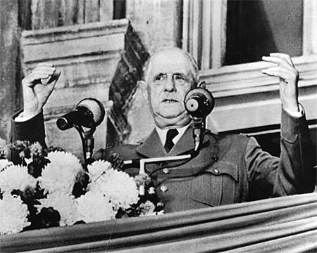 """Former French President Charles de Gaulle making his famous """"vive le Quebec libre"""" speech at Montreal's city hall on July 24, 1967.(CP PHOTO/STF)"""